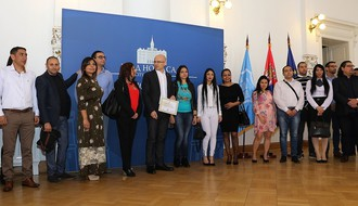 Vučević: Cilj da sva romska deca budu u školama