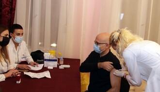 Nastavljena imunizacija prigradskog stanovništva, Vučević revakcinisan pri poseti punkta u Kovilju (FOTO)