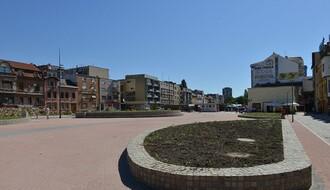 FOTO: Staze od kaldrme i zelena ostrva zamenili parking na Trgu republike