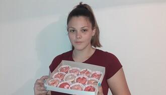 """Novosađani """"luduju"""" za Bokinim slatkišima, a posebno za mini krofnicama (FOTO)"""