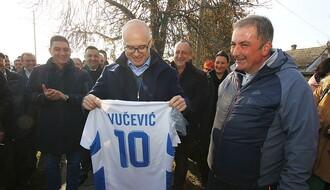 Gradonačelnik posetio begečke fudbalere i penzionere (FOTO)