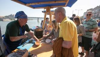 """ČARDE I BANDE"": Kulinarski majstori pripremili preko 2.000 porcija ribljeg paprikaša (FOTO)"