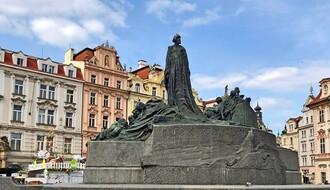 IZVEŠTAJ IZ ČEŠKE: Taksisti proširili virus, bolnice pozivaju medicinare u penziji (VIDEO)
