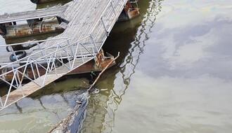 FOTO: U Dunavu kod Novog Sada primećena velika naftna mrlja