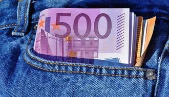 VUČIĆ: Prosečna plata u martu iznosila tačno 555 evra
