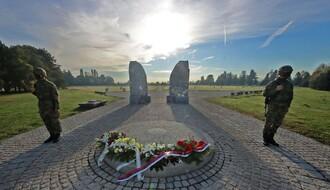 DAN OSLOBOĐENJA: Predstavnici Grada, Vojske Srbije i SUBNOR-a položili vence na spomenik palim borcima (FOTO)