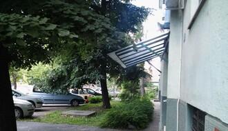 """NS: Zbog svađe oko nepropisnog parkiranja kažnjeni i vlasnica vozila i """"komunalac"""""""