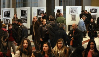 """Priče o besmislu"": Apsurd ratovanja prikazan kroz stradanje civila (FOTO)"