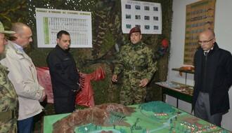 """FOTO: Gradonačelnik i ministar vojni posetili kasarnu """"Jugovićevo"""""""