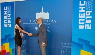 GRADSKA KUĆA: Gradonačelnik primio lepoticu Ljubicu (FOTO)