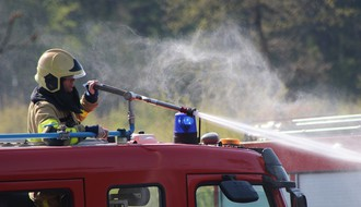 Izbio požar u Industrijskoj zoni Sever, na terenu više vatrogasnih ekipa