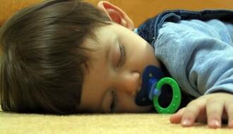 REČ PEDIJATRA: Kada je pravo vreme da odviknete dete od cucle