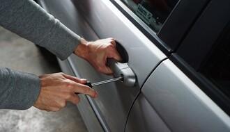 MUP: Iz automobila Novosađanina ukrao torbicu s novcem