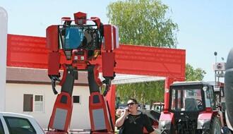 Poslednje pripreme za Sajam: Transformers traktor i okretanje ražnja
