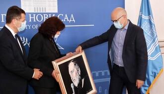 FOTO: Predsednik slovenačke opštine Lendava poklonio gradonačelniku portret Đorđa Balaševića