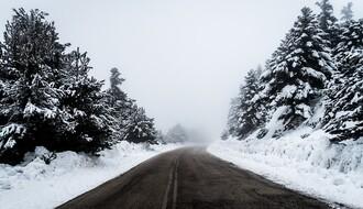 UPOZORENJE AMSS: Novi talas hladnog vazduha stvara poledicu na putevima