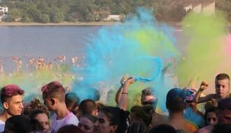 Održan prvi Festival boja na Štrandu (FOTO)