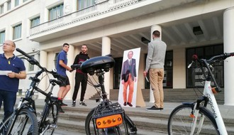 FOTO: Opozicija u još jednom biciklističkom protestu