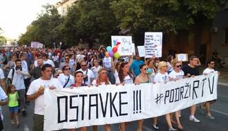 """PUĆI ĆU, VUČIĆU"": Održan četvrti protest ""Podrži RTV"" (FOTO)"