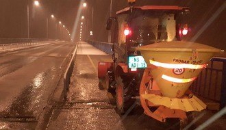 FOTO: Zabeleo se Novi Sad, dežurne službe od noćas na terenu