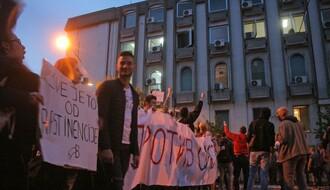 NOVINARSKA UDRUŽENJA: Javni servisi falsifikuju stvarnost i ignorišu proteste širom Srbije