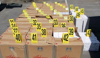 FOTO: Novosadska policija zaplenila 23.500 paklica cigareta