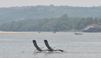 Dunavski Maldivi ili Majmunsko ostrvo: Peščana plaža, kamp, žurke …