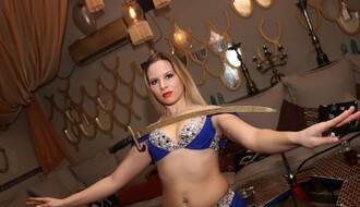 ORIJENTALNI PLES U NS: Ženstvena igra sa sabljom i svećnjakom (FOTO)