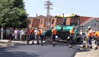 FOTO: Uređuju se saobraćajne površine u Veterniku