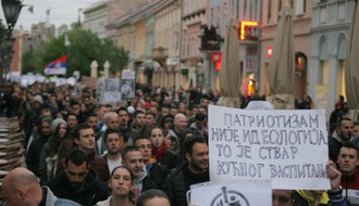 FOTO: Četvrti dan protesta protiv diktature okupio preko 2.000 ljudi u Novom Sadu