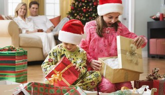 Evo zašto nije dobro deci kupovati suviše poklona