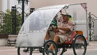 Rikša sa Telepa na novosadskim ulicama