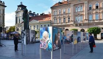 TRG SLOBODE: UNICEF izložbom fotografija obeležava 70 godina rada u Srbiji (FOTO)