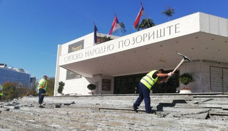 FOTO: Obnavlja se stepenište Srpskog narodnog pozorišta