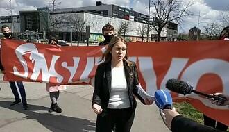 """Narodna stranka održala skup ispred zgrade u kojoj je smeštena redakcija portala """"NS uživo"""""""