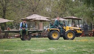 UREĐENJE ŠTRANDA: Kabine dezinfikovane, travnjaci se prskaju protiv krpelja... (FOTO)