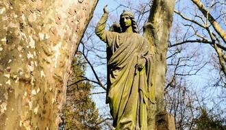 Srušilo se 80 metara ograde Almaškog groblja