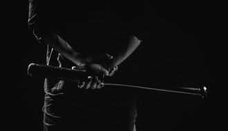 MUP: Pretukli dužnika bejzbol palicama i naneli mu teške telesne povrede (VIDEO)