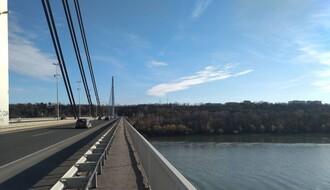 Sprečeno samoubistvo na Mostu slobode