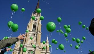 FOTO: Na Trgu slobode obeležen Svetski dan dece obolele od raka