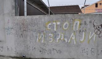 Uklonjeni grafiti mržnje na Somborskom bulevaru