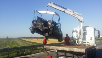 Muškarac poginuo, troje povređeno u teškoj saobraćajnoj nesreći