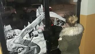 FOTO: Novosađanka oslikava komšijske ulaze u humanitarne svrhe