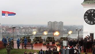 U Novom Sadu izvedena počasna artiljerijska paljba povodom Dana državnosti