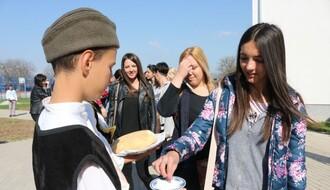 FOTO: Novosadski osnovci stigli u Donju Guštericu na KiM
