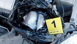 MUP: Pod haubom automobila krio više od pola kile heroina (FOTO)