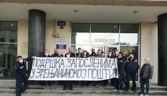 FOTO: Novosadski poštari protestovali u znak podrške kolegama iz Zrenjanina