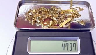 Nakit otet Novosađankama završio u zlatarama  u Novom Sadu i Odžacima