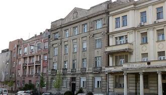 KOMŠILUK ZA PRIMER: Novosadska zgrada koja se bori protiv bele kuge (FOTO)
