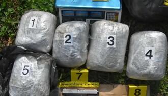 Novosadska policija uhapsila trojicu zbog oružja i droge, dilovali i maloletnici (FOTO)